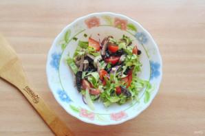 Салат с языком и черносливом - фото шаг 10