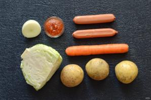 Тушеная капуста с картошкой и сосисками - фото шаг 1