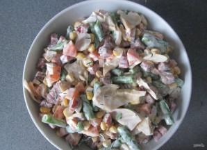 Салат с копчёной колбасой - фото шаг 7