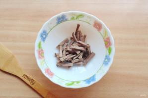 Салат с языком и черносливом - фото шаг 2