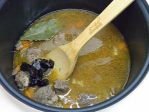 Тушеная говядина с черносливом - фото шаг 6