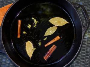 Тушеная индейка в сметанном соусе - фото шаг 1