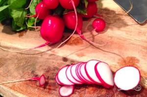 Салат с рукколой и редисом - фото шаг 1