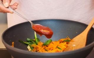 Скумбрия с морковью и луком - фото шаг 5