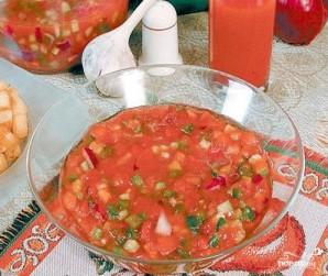 Томатно-огуречный суп с чесночными гренками - фото шаг 4