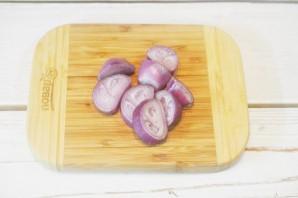Салат с луком и голубым сыром - фото шаг 1