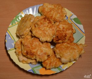 Рубленые куриные котлеты с сыром на сковороде - фото шаг 4