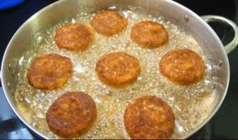 Котлеты рыбные в томатном соусе - фото шаг 3