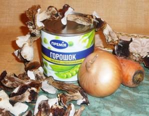 Салат из сушеных грибов - фото шаг 1