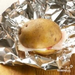 Картофель, запеченный с салом - фото шаг 2