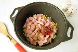 Тушеная капуста с картошкой и колбасой - фото шаг 6