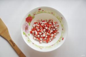 "Салат ""Хризантема"" с крабовыми палочками - фото шаг 2"