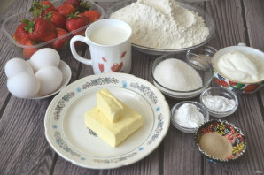Дрожжевой пирог с клубникой - фото шаг 1