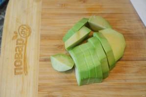 Салат из авокадо и красного лука - фото шаг 2
