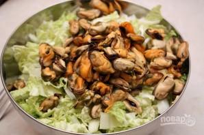 Салат с мидиями в масле - фото шаг 4
