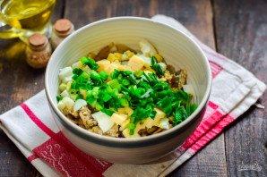 Салат со шпротами и грибами - фото шаг 9