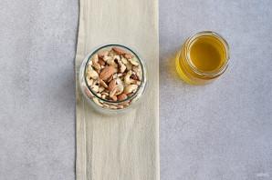 Мед с орехами - фото шаг 4