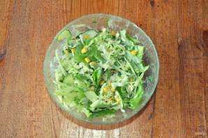 Салат с капустой, огурцами и кукурузой - фото шаг 7