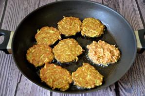 Печеночные оладьи с кабачком - фото шаг 5