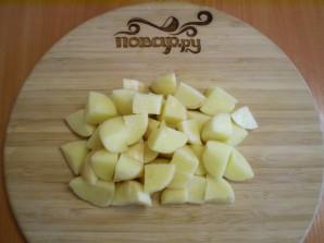 Тушеная капуста в мультиварке с картошкой - фото шаг 3