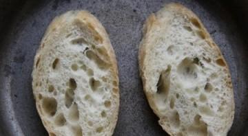 Бутерброды со шпротами, яйцом и огурцом - фото шаг 1