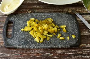 Салат с мясом и солеными огурцами - фото шаг 6