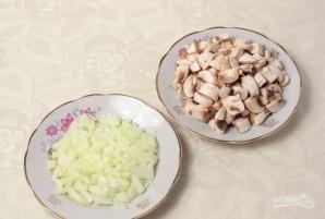 Салат с курицей и грибами слоями - фото шаг 2