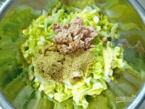 Салат из пекинской капусты с тунцом - фото шаг 5