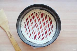 Пирог с сеточкой из теста - фото шаг 6