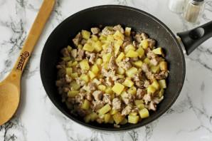 Лодочки из слоеного теста с картофелем и мясом - фото шаг 6