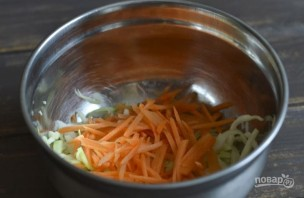 Салат со свежей морковью - фото шаг 2