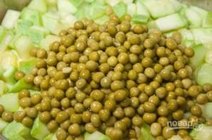 Тушеные кабачки с зеленым горошком - фото шаг 5