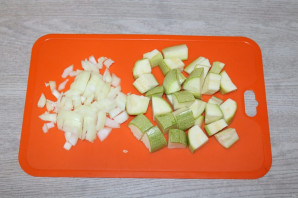 Тушеные кабачки с фасолью - фото шаг 2