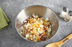 Салат с яйцом, капустой и колбасой - фото шаг 4