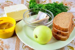 Бутерброды с селедкой и яблоком - фото шаг 1
