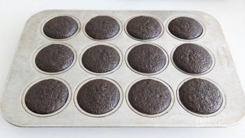 Шоколадные капкейки с кремом - фото шаг 6