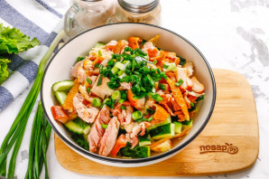 Салат с омлетом и копченой курицей - фото шаг 7