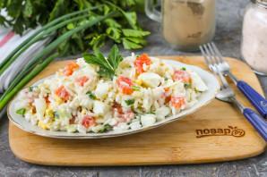 Салат с рисом и красной рыбой - фото шаг 6