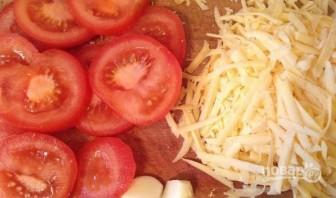 Гренки с помидорами, сыром и чесноком - фото шаг 2