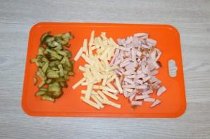 Салат с фасолью, ветчиной и сухариками - фото шаг 2