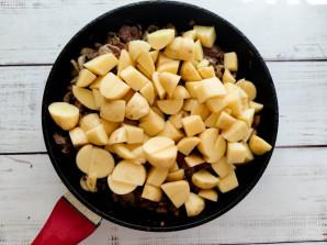 Печень с грибами и картошкой