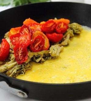 Омлет с курицей и помидорами - фото шаг 7