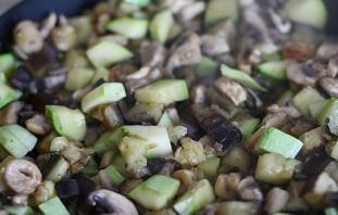 Салат с грибами шампиньонами жареными - фото шаг 2