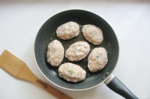 Котлеты из свинины с грибами - фото шаг 8