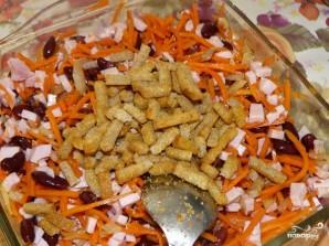 Салат из корейской моркови с сухариками - фото шаг 3