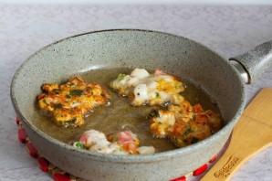 Куриные оладьи с помидорами и базиликом - фото шаг 5