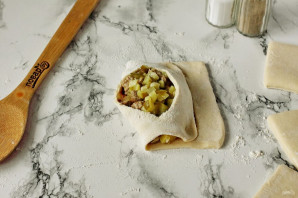 Лодочки из слоеного теста с картофелем и мясом - фото шаг 10
