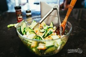 Салат из креветок с огурцом - фото шаг 3