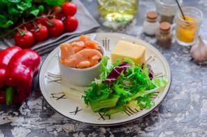 Салат с соленой красной рыбой - фото шаг 1