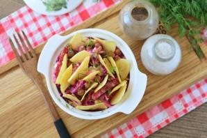 Салат с чипсами и копченой колбасой - фото шаг 7